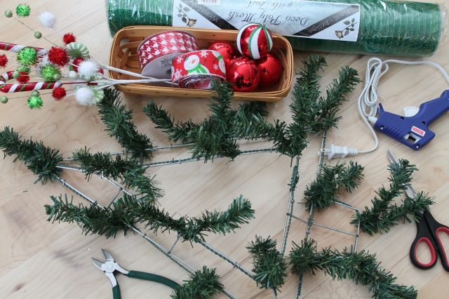 Decorate A Christmas Tree With Mesh Ribbon