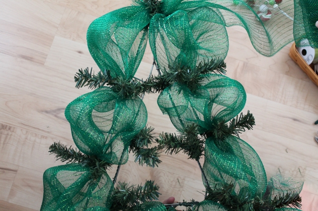 how to make diy christmas tree wreath